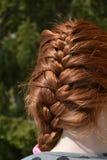 Trenza en un pelo rojo hermoso Fotos de archivo libres de regalías