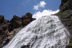 Trenzas virginales de la cascada. Fotografía de archivo libre de regalías