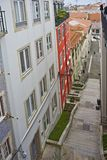 Treppe an Alfama-Bezirk, Lissabon, Portugal Lizenzfreie Stockfotos