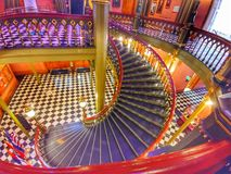 Treppe am alten Landeshauptstadtgebäude lizenzfreies stockbild