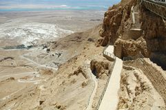 Treppe bis zu Masada-Ruinen, Israel lizenzfreies stockbild