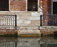 Treppe in das Wasser Lizenzfreies Stockfoto