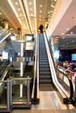 Treppe in der Flughafenhalle Stockbild