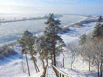 Treppe, die von Hügel zu Nemunas-Fluss, Litauen geht Lizenzfreies Stockbild