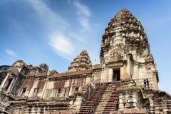 Treppe, die zu Tempel-Berg von Angkor Wat, Kambodscha führt Stockfoto