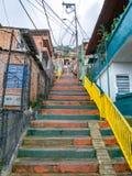 Treppe in einem armen Viertel, Medellin, Kolumbien stockfotografie