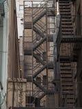 Treppe für Notausgang an der Hintergasse in New York City Lizenzfreies Stockfoto