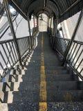Treppe für unten die Überführung in Bangkok Lizenzfreie Stockfotos