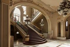 Treppe führt im alten Geschichtekasinogebäude einzeln auf Stockbild