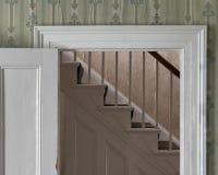 Treppe gestaltet durch weißen hölzernen Eingang stockbild