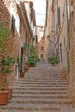 Treppe in historischem Fornalutx Lizenzfreie Stockfotos