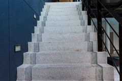 Treppe im Büro Stockfotografie