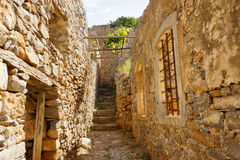 Treppe und Wände in der Spinalonga-Insel, Griechenland Lizenzfreies Stockbild