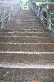 Treppe up den Hügel, zu PHRA, DAS PHUPEK, Sakon Nakhon Lizenzfreies Stockfoto