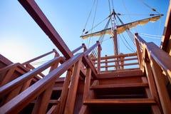 Treppe zu de deck der spanischen Replik Nao de Santa Marias stockfotografie