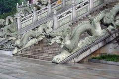 Treppe zu einem buddhistischen Tempel in Jiuhuashan, Anhui-Provinz, China Stockfoto