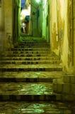 Treppen in arabischem Medina bis zum Nacht Lizenzfreie Stockfotografie