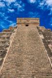 Treppen auf Mayapyramide in Chichen-Itza, Mexiko Stockbild