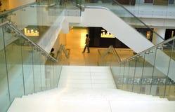 Treppen in der Handelsmitte Stockbild