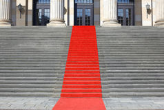 Treppen des roten Teppichs Stockfoto