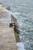 Treppen, die zu das Meer führen Stockfoto
