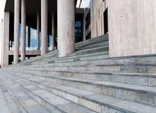 Treppen eines modernen Gebäudes Lizenzfreies Stockbild