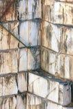 Treppen gegen Marmorwände im Steinbruch nahe Borba Stockfotos