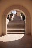 Treppen im Bogen Lizenzfreie Stockbilder