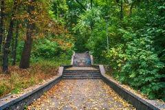 Treppen im Park Lizenzfreie Stockfotos