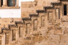 Treppen mit Balusters Abstraktes Innenraumfragment der klassischen Architektur lizenzfreies stockbild