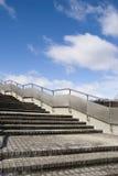 Treppen mit Metallgeländern Lizenzfreie Stockfotos