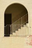 Treppen und Torbogen stockfoto