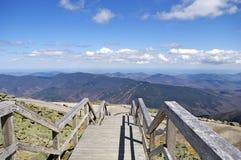 Treppen werfen den Berg nieder Lizenzfreie Stockfotos