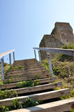 Treppen zu den Ruinen Stockfotos