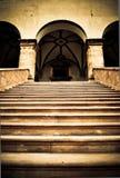 Treppen zum geheimnisvollen Palast. Lizenzfreie Stockbilder