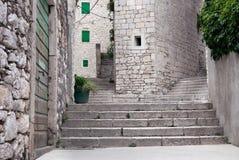 Treppenhäuser der mittelalterlichen Mittelmeerstadt Stockbild