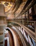 Treppenhäuser in einem modernen Konzertsaal in Lettland Stockbild
