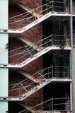 Treppenhaus auf unfertigem Gebäude Stockfotos