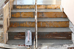 Treppenhaus, das an der Baustelle macht Stockfoto