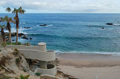 Treppenhaus, das zu den Strand führt Lizenzfreies Stockbild