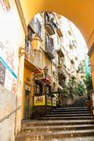 Treppenhaus in der Mitte von Neapel stockfoto