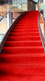 Treppenhaus des roten Teppichs Stockbild