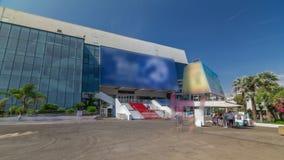 Treppenhaus des roten Teppichs an Palais DES-Festivals und hyperlapse timelapse DES Congres in Cannes, Frankreich stock footage