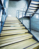 Treppenhaus in einem Bürohaus Stockbild