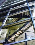Treppenhaus in einem modernen Bürohaus Stockbild