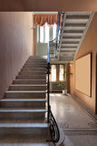Treppenhaus einer Luxusvilla Stockfoto