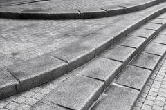 Treppenhaus gemacht vom grauen Granitstein lizenzfreies stockbild