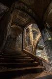 Treppenhaus an Heal Kliniken von Beelitz stockfotos
