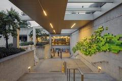 Treppenhaus innerhalb Oakland-Kunstmuseums stockfotografie