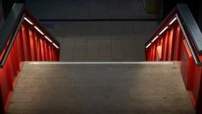 Treppenhaus mit Beleuchtung auf einem Gebäude im Stadtzentrum von Magdeburg Lizenzfreies Stockfoto